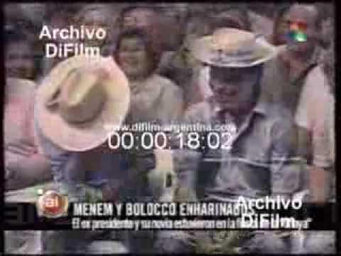DiFilm - DiFilm - Carlos Menem y Cecilia Bolocco enharinados en la Fiesta de la Chaya (2001)