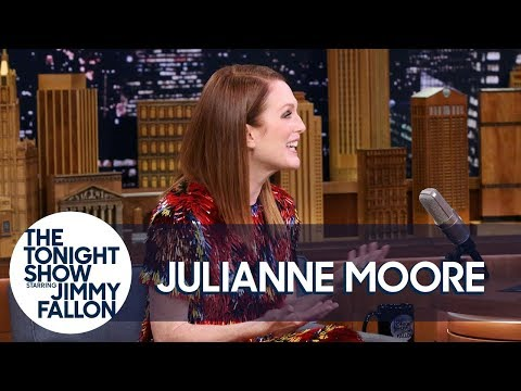 Julianne Moore Reaches Her Teenagers Through Snapchat
