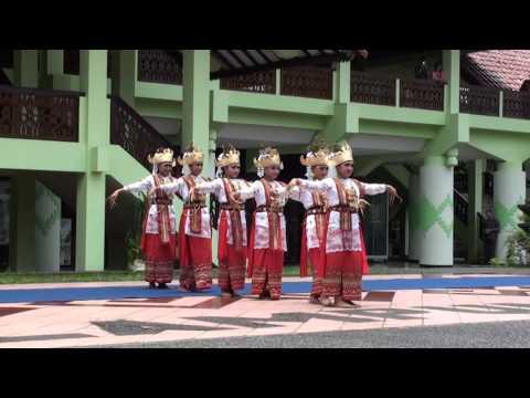 Tari Sembah Lampung (ANJUNGAN LAMPUNG TMII)