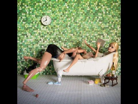 in der badewanne mit barbie youtube. Black Bedroom Furniture Sets. Home Design Ideas