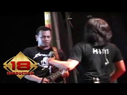 Ari Lasso - Cinta Terakhir   (Live Konser Pontianak 27 Oktober 2006)