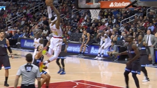 kent bazemore throws down in atlanta   02 04 17