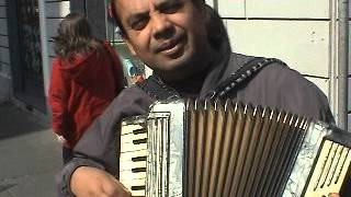 Richtscheit Family - Italy - accordion street serenade