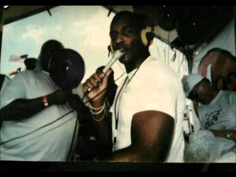 an introduction to wrou 921 fm a dayton urban contemporary radio station