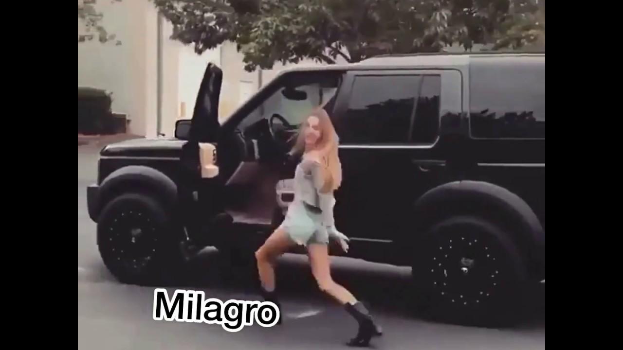 Фото девушек выходящих из машины #13