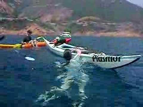 Remontée dans un kayak de mer (Catchiky): Remontée à bord de Catchiky vide (donc relativement instable) sans aide extérieure ni paddlefloat. Plus d'infos sur le Catchiky sur www.expemag.com