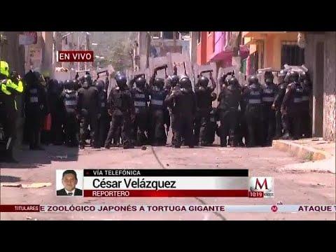 Mototaxistas se enfrentan con la policía en Xochimilco