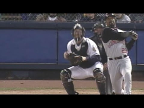 Greg Vaughn hits 45th homer of 1999 season