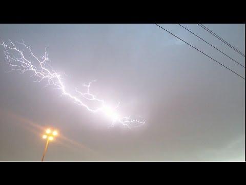 امطار غزيرة جدا وبرق ورعد قوى شمال الرياض Youtube