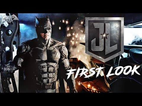 Justice League - Batman Tactical Batsuit FIRST LOOK!