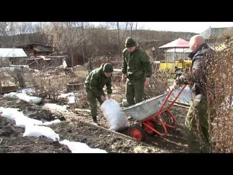 Мешки с отсевом против большой воды. Поселок Кировский готовится к .