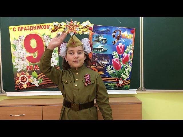 Изображение предпросмотра прочтения – ЕленаОрлова читает авторское произведение «Майор привез мальчишку на лафете»