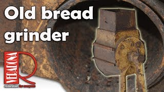 Old bread  grinder. Jak opravit starý mlýnek na strouhanku.