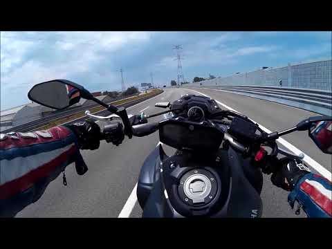 Wheelies on Highway (MT 07 Pure sound)