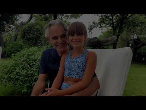 """Tokyo: """"Con te partirò...Vanessa"""". Andrea Bocelli e la figlia Virginia fanno il tifo per la Ferrari"""