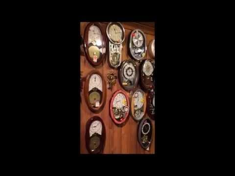 Rhythm Vintage Music Box - Small World Clock that plays Disks like a Regina