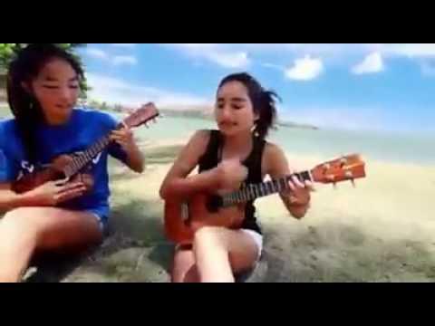 cewek cantik jago main gitar mini