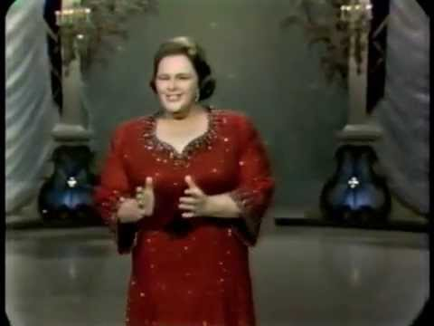 Kate Smith: When the Moon Comes Over the Mountain (The Hollywood Palace)