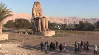 عودة السائح الياباني المُلهَم بالحضارة الفرعونية إلى الرحلات السياحية بالأقصر | الأقصر بلدنا