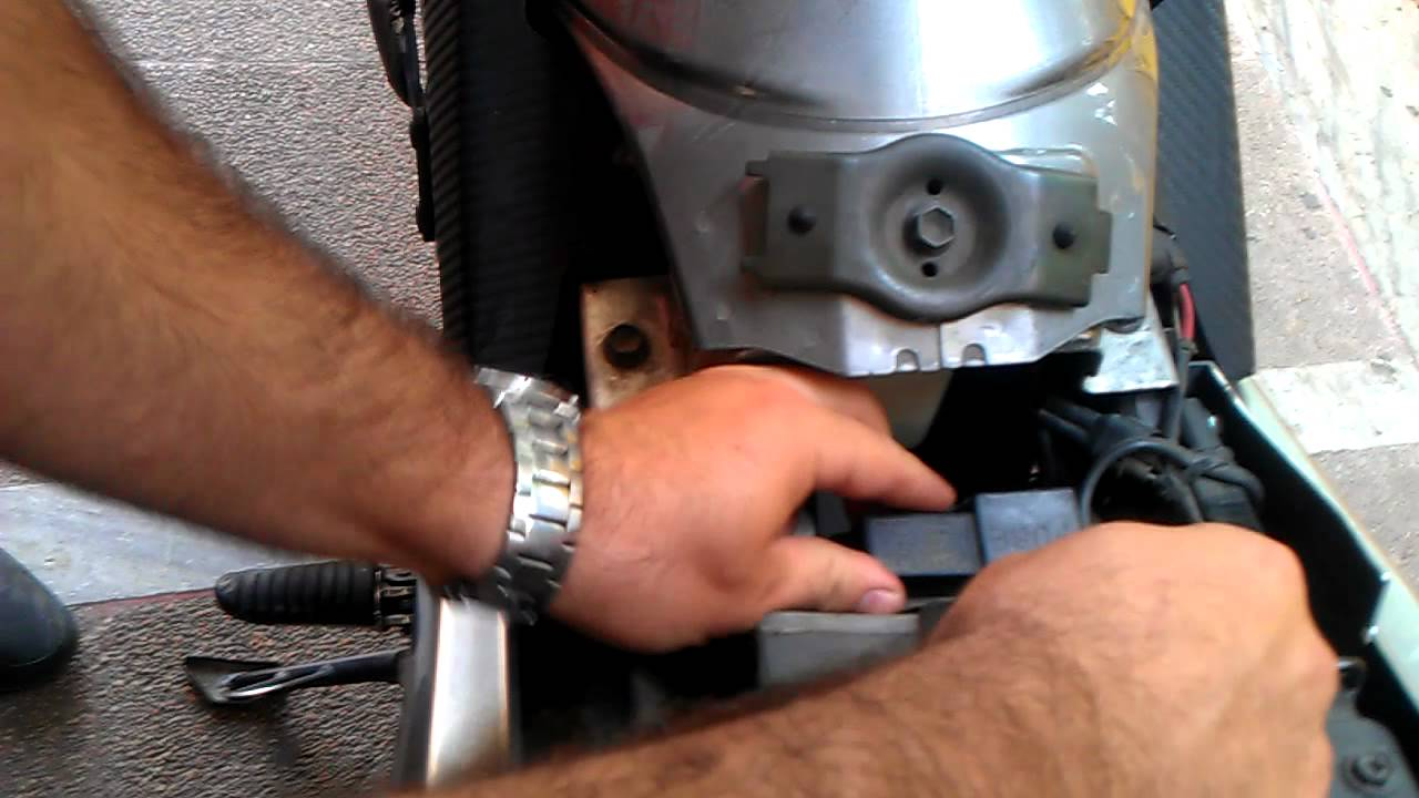 maxresdefault relay flasher replacement suzuki v strom dl650 youtube  at edmiracle.co