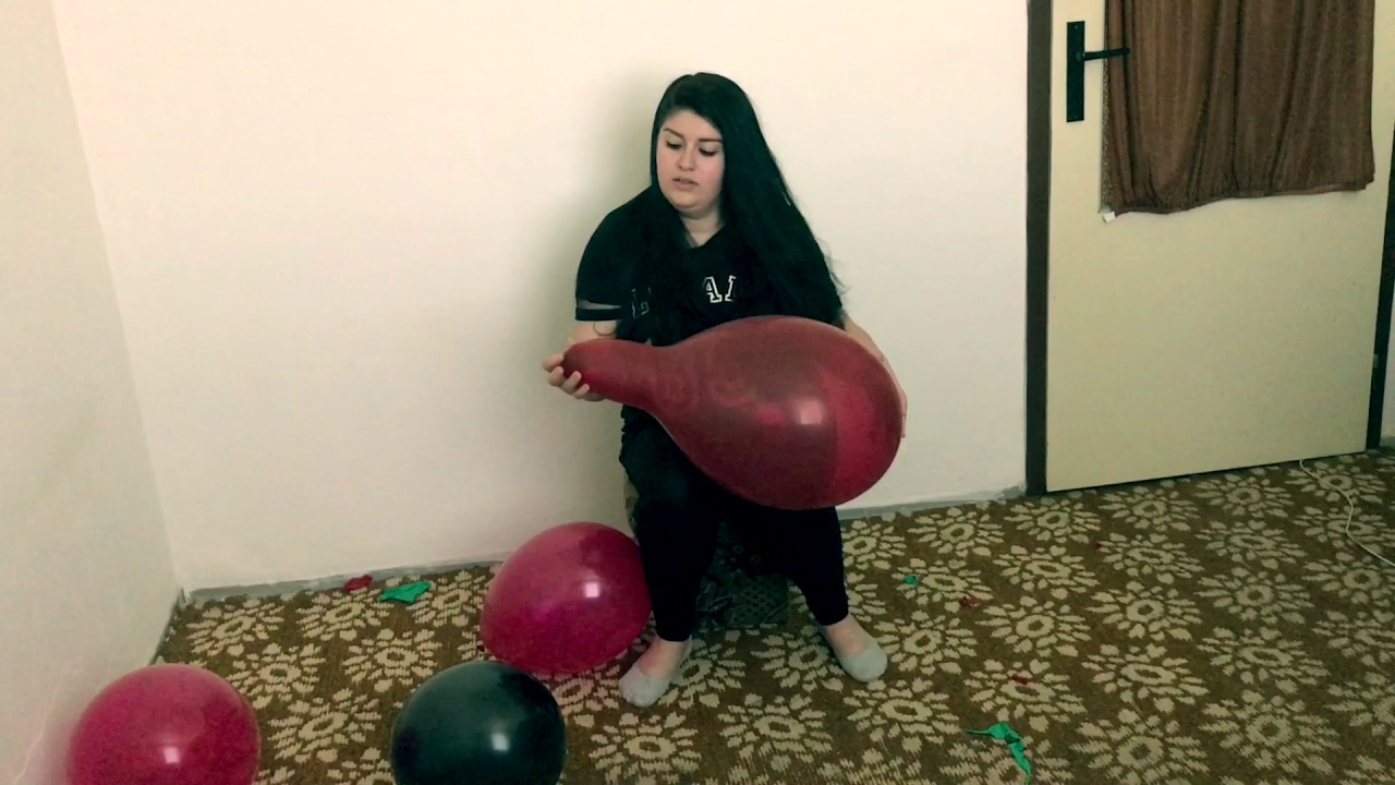 Sit Pop Balloon: Girl Sit To Pop Balloons