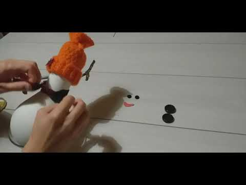 Снеговик из лампочки своими руками