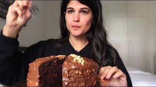 Zapętlaj EATING: A Chocolate Cake For My 100k Subs! ❤️ (Eating Sounds/ASMR/Eating Show) | ASMeRi Eats