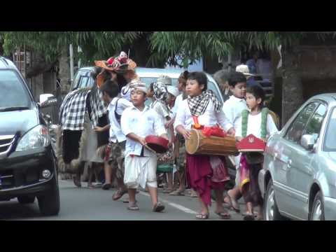 """Bali: Joyful Barong (in the streets of Ubud) """"Ngelawang"""" with Galungan #1 by Hans & Fifi"""