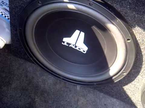 "Twin 12"" JL Audio Subs Going Crazy"