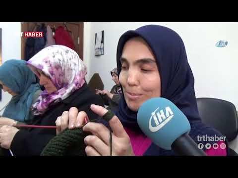Amasya'da görme engelli kadınlar mehmetçik için atkı ve bere ördü