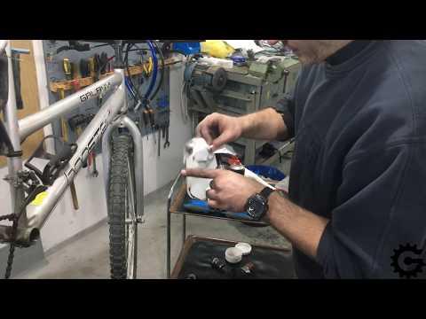 [0037] Čišćenje navoja patrone i Unior modularni alat za ram