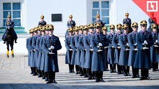 Развод пеших и конных караулов в Кремле