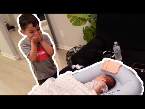 Download ELLIOTT MEETS HIS NEWBORN BROTHER !! *ADORABLE*