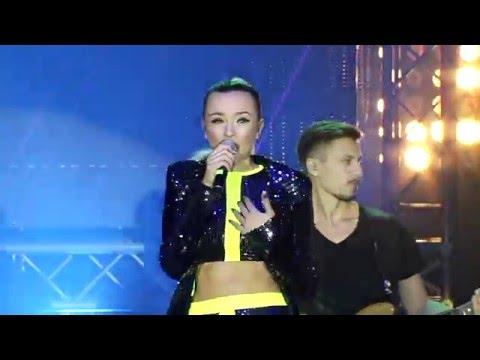Natalia Nykiel - Ekrany Live @ MTV EMA 2015