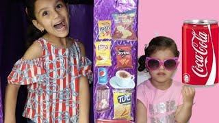 سوار تبيع في ماكينة الحلويات !! Sewar Pretend Play With Vending Machine OutDoor PlayGround For Kids!
