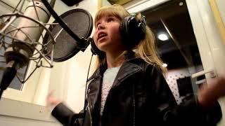 Запись песни в студии.