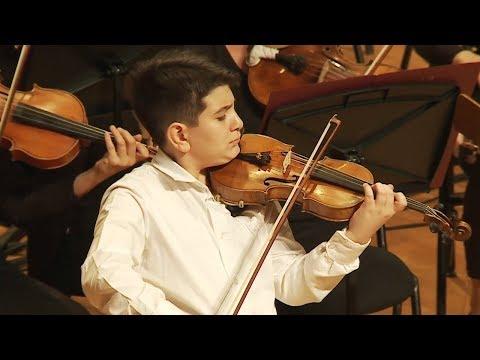 Ученик 5 класса играет Чайковского!