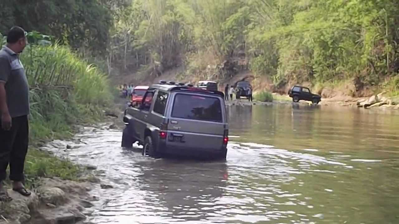 Off Road Cruising The River