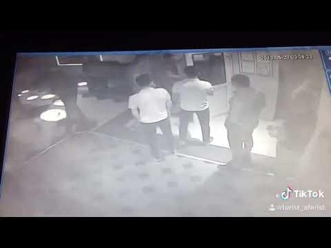 Драка в ночном клубе , Охрана вырубает дебоширов )