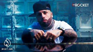 Смотреть клип Nicky Jam X Myke Towers - Polvo