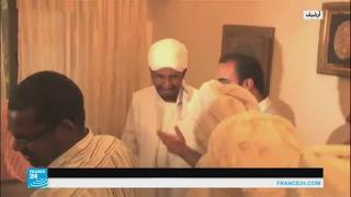 الصادق المهدي يعود إلى السودان بعد قضاء 30 شهرا في المنفى
