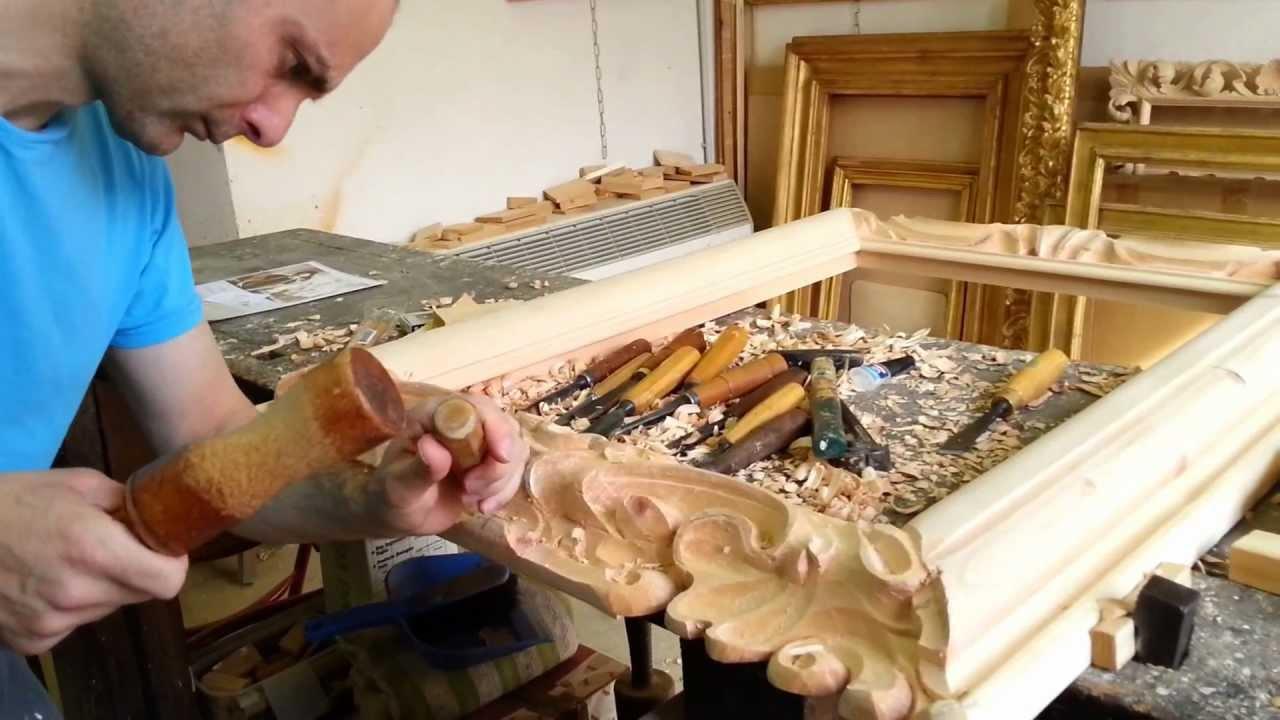 Cornici in legno intagliato youtube for Mobili federici