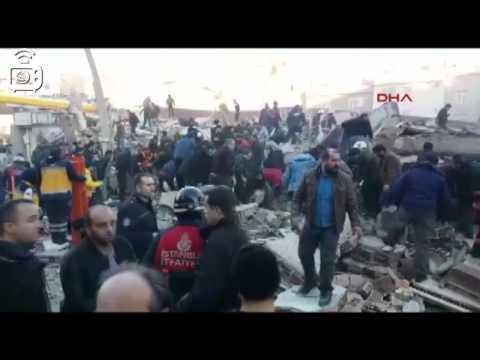 Zeytinburnu'da çöken boş binanın çökme anı güvenlik kamerasına yansıdı