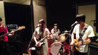 Veronica Falls「Waiting For Something To Happen / Broken Toy」 ユーロロック研究会