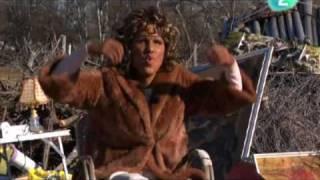 Muchachada Nui - 3x13 - Celebrities: Whitney Houston