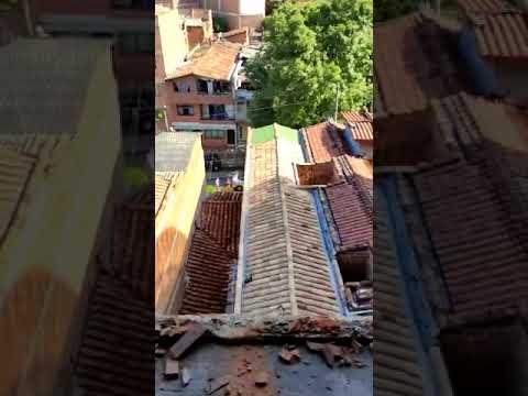 Muere mujer que cayó en su auto desde un sexto piso - Diario La Libertad -  Periódico Noticioso de Colombia.