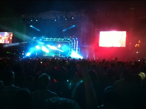 David Guetta ft Akon Sexy Bitch Live @ Atlantis Dubai Sandance Beach 2013