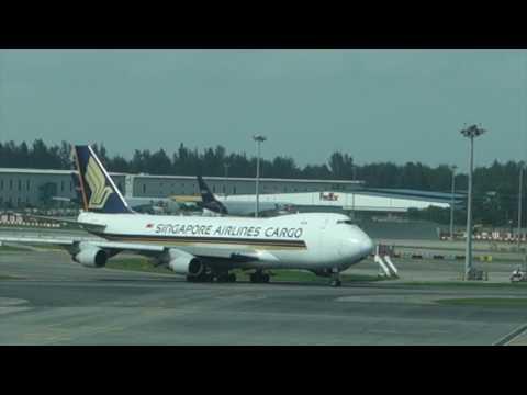PLANE SPOTTING 005P1 at CHANGI AIRPORT TERMINAL 1