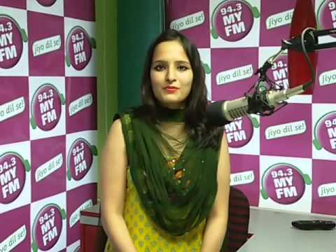 RJ Archna from MYFM Wishes AACA media Awards 2015