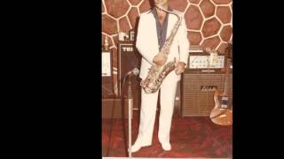 Khalid Hindawi playing lonely table just for one on sax